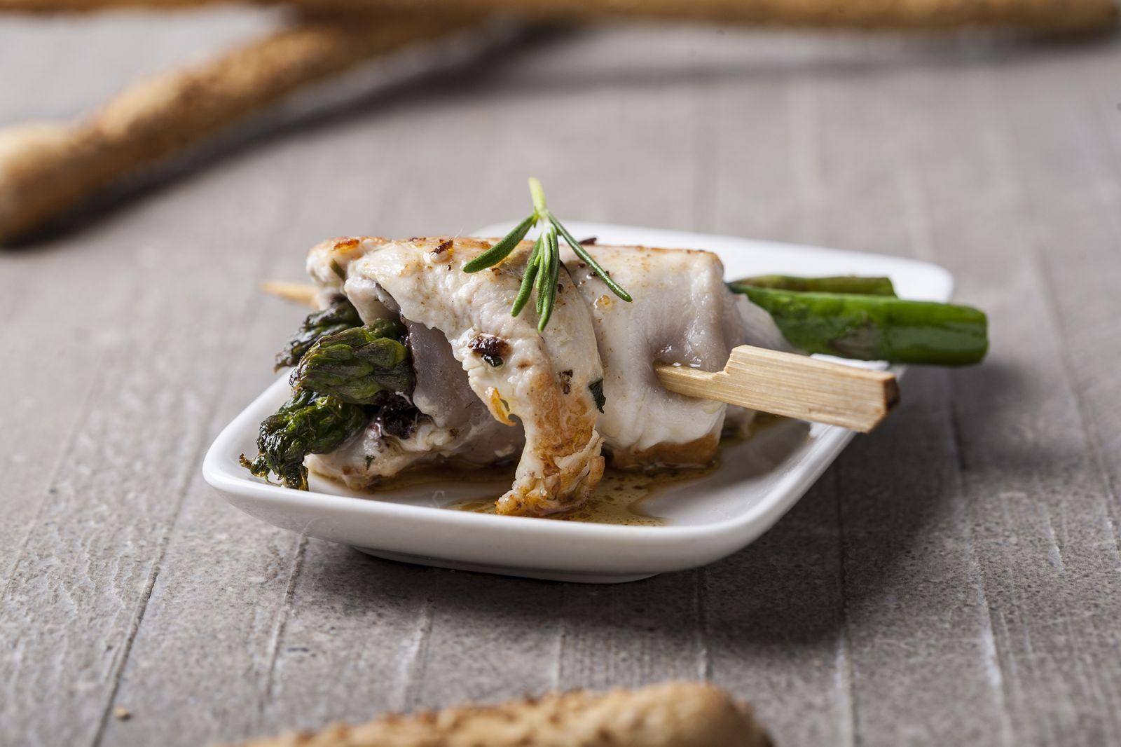 receta de brocheta de pollo y esparragos verdes