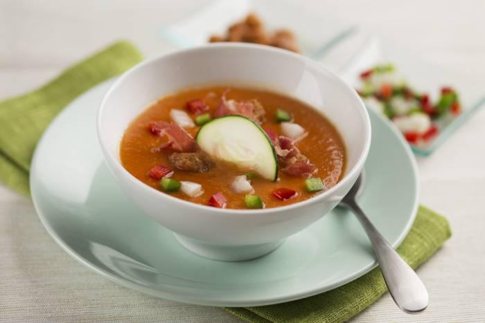 receta de gazpacho andaluz con jamon y picatostes