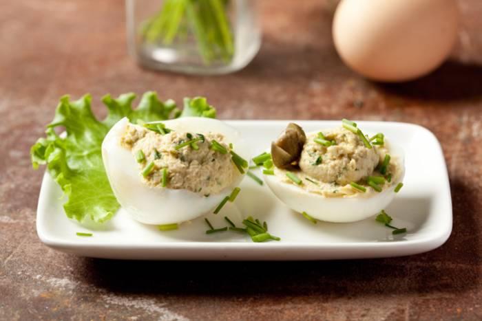 receta de huevos rellenos atun y tomate