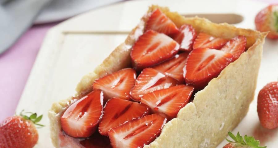 Comida cumpleaños pastel de queso con fresas