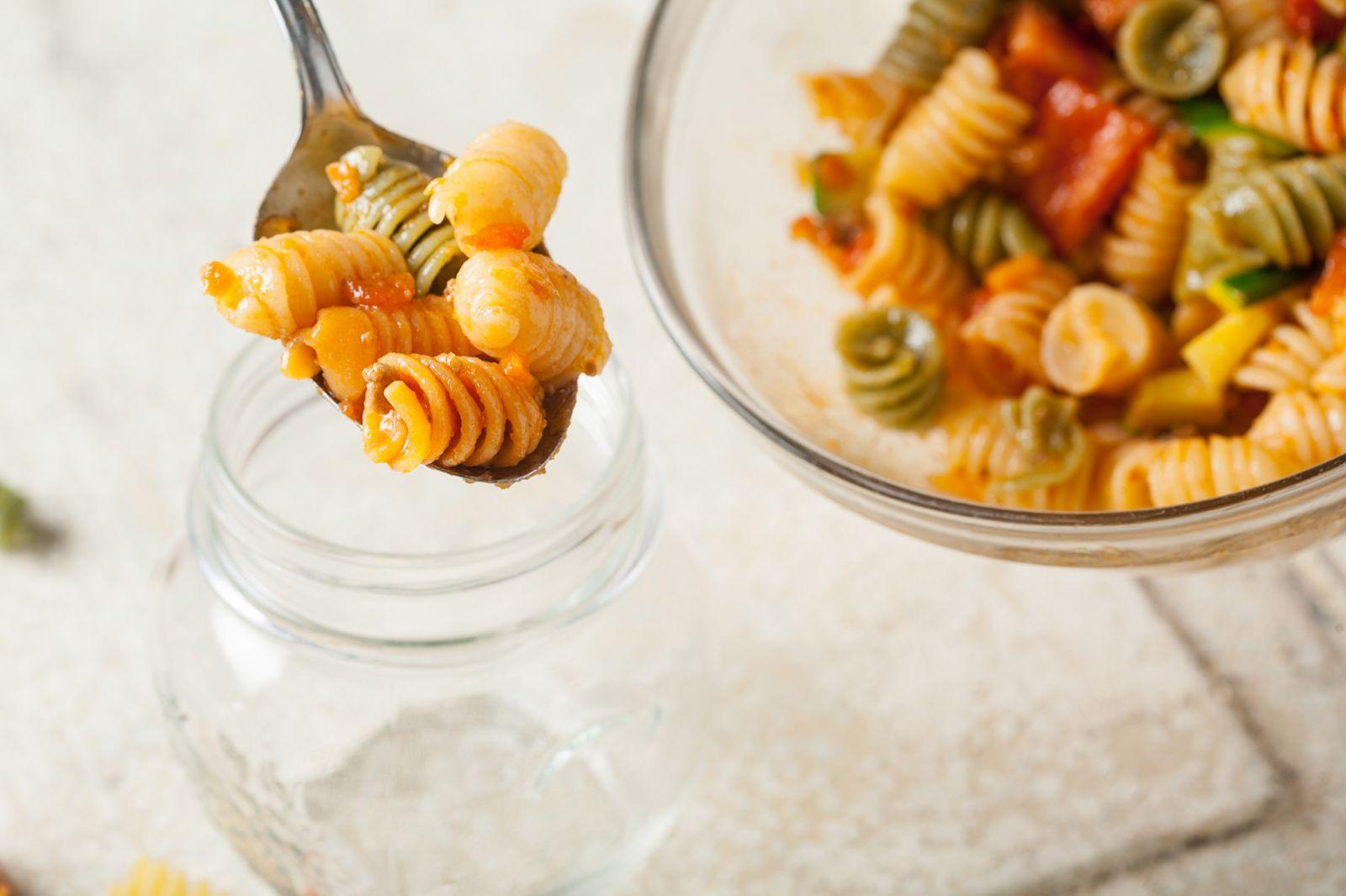 Ensalada de pasta y tomate